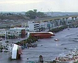 schweres Erdbeben erschüttert Japan, Tsumani mit 10 Meter Wellen überrollt den Pazifik